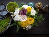 ワンちゃんの一周忌にアレンジメント。「可愛い感じ。夏らしさも」。真駒内にお届け。2021/04/11。 - 札幌 花屋 meLL flowers
