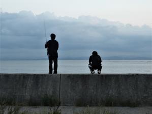 堤防の二人 -