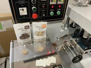 焼チョコの個包装テスト - スモールステップ 三邦ファミリー日報