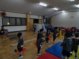 年少 体育教室 - 陽だまりの小窓 - 菊の花幼稚園保育のようす
