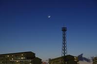月とオリオン座と光跡と - It's only photo 2