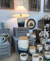 サラさんの展示会がイギリスで再開!新しいマグカップのデザインもお披露目! - ブルーベルの森-ブログ-英国のハンドメイド陶器と雑貨の通販