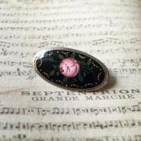 エナメルの薔薇のアンティークブローチ - vintage & antique スワロー商會