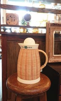 魔法瓶とカフェテーブル - CELESTE アクセサリーと古道具