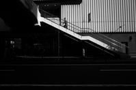 階段を上る人20210423 - Yoshi-A の写真の楽しみ