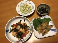 海老とトマトとアレッタの卵炒めと、鰺天ぷらと、卯の花キャベツと、蕗の葉炒め、それにお味噌汁 - かやうにさふらふ