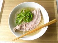 豚肉バラ軟骨で、醤油ラーメンスープ作り - Minha Praia
