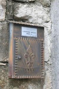 フムの郵便受け(クロアチア) - 旅めぐり&花めぐり