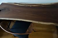 本物に触れてもらうワークデスク一枚板 - SOLiD「無垢材セレクトカタログ」/ 材木店・製材所 新発田屋(シバタヤ)
