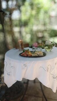 庭でtea time / 自分時間を作る大切さ - ハーブ教室 と カフェ ~chant rose シャンテ・ロゼ~       植物の不思議な力に守られる暮らし