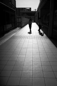 駅南の光と影20210403 - Yoshi-A の写真の楽しみ