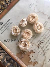 小さな薔薇が咲きだしました^^ - 布の花~花びらの行方 Ⅱ