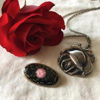薔薇モチーフのアンティークアクセサリー - vintage & antique スワロー商會