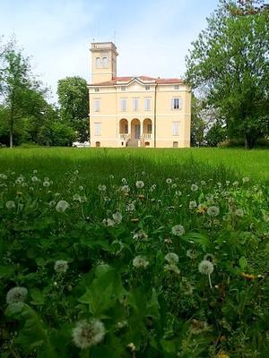 タンポポの綿毛とヴィッラ (Lanugine di tarassaco e villa Pace)  - エミリアからの便り