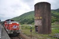 DD51と給水塔 - 四季鉄