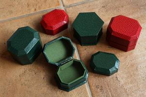 4月に作り続けた紙箱の試作品~その3・多角形の小箱~ - フェルタート(R)・オフフープ(R)立体刺繍作家PieniSieniのブログ