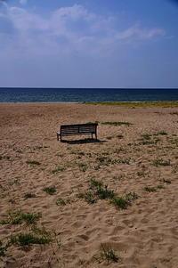 海辺のベンチ - 風の香に誘われて 風景のふぉと缶