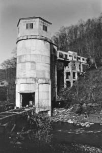 80年代162・平和炭鉱の未選炭ビン - 萩原義弘のすかぶら写真日記