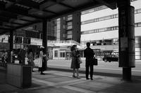 バス停で20210510 - Yoshi-A の写真の楽しみ