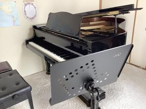 レッスン室に21世紀の譜面台がやって来た♪緊急事態宣言の助っ人 - きがみ ピアノ教室