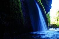 秘境の滝 - 風の香に誘われて 風景のふぉと缶