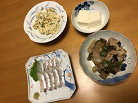 太刀魚お刺身と、茄子味噌煮と、卯の花キャベツと、冷奴、それにお味噌汁 - かやうにさふらふ