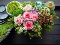 あえて遅れての母の日にアレンジメント。「ピンク系、華やか」。美園8条にお届け。2021/05/12。 - 札幌 花屋 meLL flowers