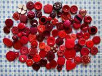 赤いプラスティック製ボタン・コレクション - Der Liebling ~蚤の市フリークの雑貨手帖3冊目~