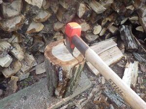 薪割りは楽し -
