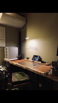 一枚板で朝のデスクワーク生活の変化 - SOLiD「無垢材セレクトカタログ」/ 材木店・製材所 新発田屋(シバタヤ)