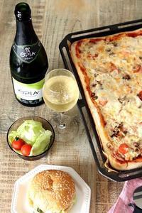 天板いっぱいのピザとノンアルスパークリングワイン - Takacoco Kitchen