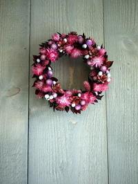 あえて遅れての母の日にドライフラワーリース①。「ピンク~紫等」。24cm程。2021/05/20。 - 札幌 花屋 meLL flowers