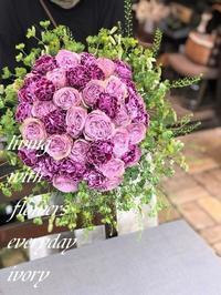 """""""気持ちを添えて花贈り"""" -  Flower and cafe 花空間 ivory (アイボリー)"""