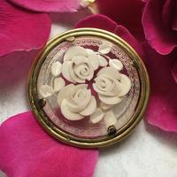 ルーサイト製 白いバラのヴィンテージブローチ - vintage & antique スワロー商會