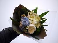 記念日に花束。「あれば青と緑のイメージ」。2021/05/24。 - 札幌 花屋 meLL flowers