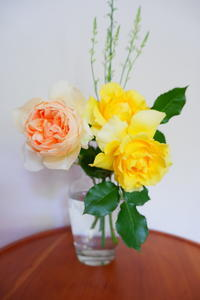 庭の花で作るアレンジフラワー - 「旅とアロマのナビゲーター」     アロマセラピストまえだゆーこのブログ