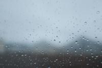 雨なんて聞いてないよ〜 - 空を見上げて