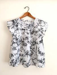 花柄リネンのチューリップ袖ブラウス - cous cous NEW ARRIVAL