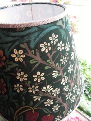 モリスの布でランプシェードのオーダー製作を承りました by interior styling of bright - 「モリス」と「インテリア」が大好きな作家とコーディネーターの日記
