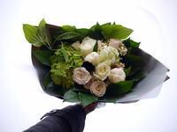 ご結婚のお祝いに花束。「白とグリーンの爽やかなイメージ」。本通12にお届け。2021/06/13。 - 札幌 花屋 meLL flowers