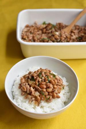 新玉ねぎ入りそぼろ納豆 - たべる、つくる、はしる