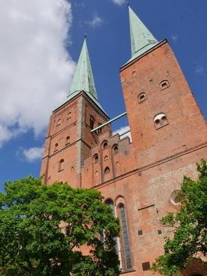 旧市街をぶらり - 7つの塔が見える窓から in ドイツ