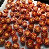 セミドライトマトのオリーブオイル漬け - Fran とDomagkのガーデンライフ