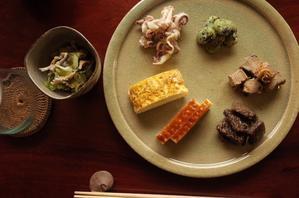 「またもやお惣菜を並べただけの...」 - もるとゆらじお
