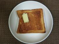 厚切りトーストにきゅうりおろしとココナッツオイル - 食写記 ~Shokushaki's Blog~