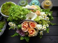 あえて遅れての母の日にアレンジメント。「元気が出る色で」。藤野2条にお届け。2021/07/04。 - 札幌 花屋 meLL flowers