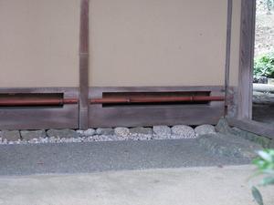 縁の下への侵入対策 - 大工さんが木造住宅作ってるよ。