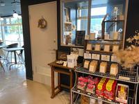 富山(砺波市):道の駅庄川・máni-coffee(マウニ・コーヒー)「アイスコーヒー(タンザニア)、庄川ゆずのチーズケーキ」」 - きわめればスカタン