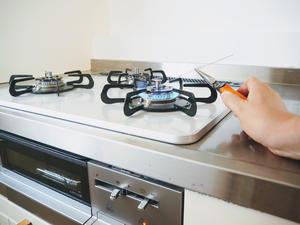 【簡単リメイクDIY】ヨーグルトの空き容器に簡単に穴を開ける方法 - 暮らしをつくるDIY*スプンク