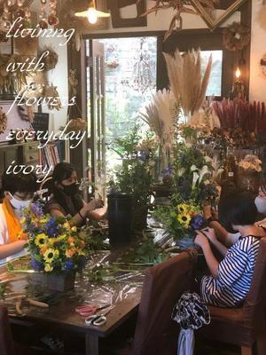 親子花教室 -  Flower and cafe 花空間 ivory (アイボリー)